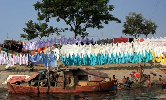Photograph of people living along a river in Bangladesh